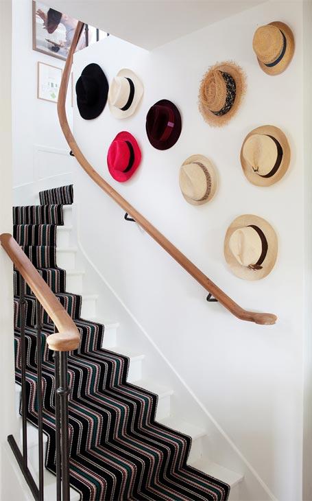 déco chapeaux escalier