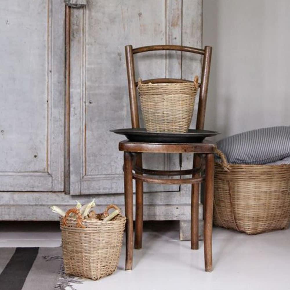chaise et paniers rustiques