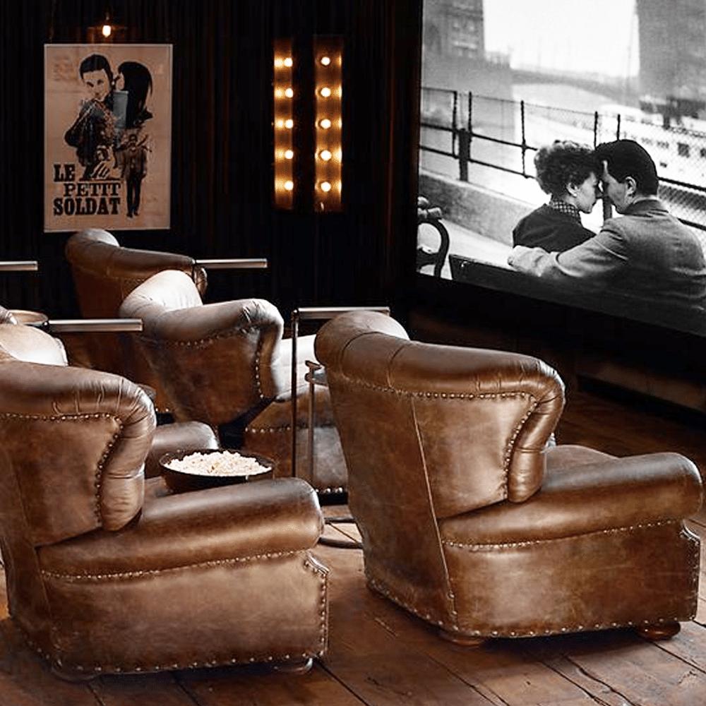 décoration cinéma vintage cuir et affiches