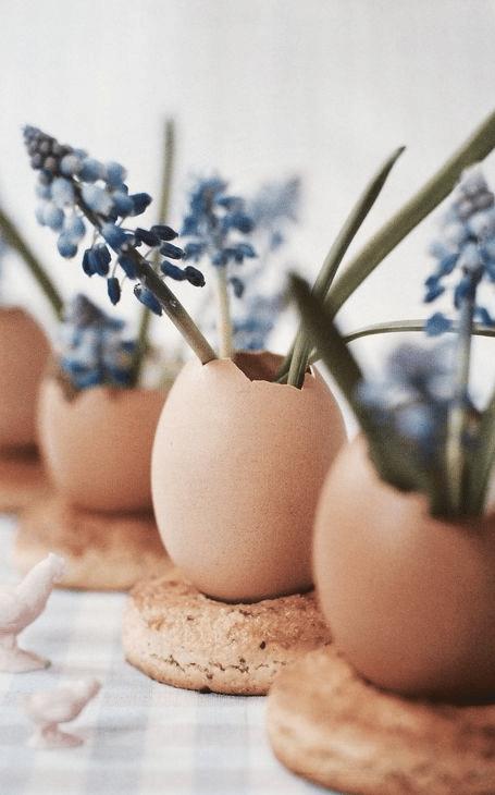 table printemps oeufs fleuris