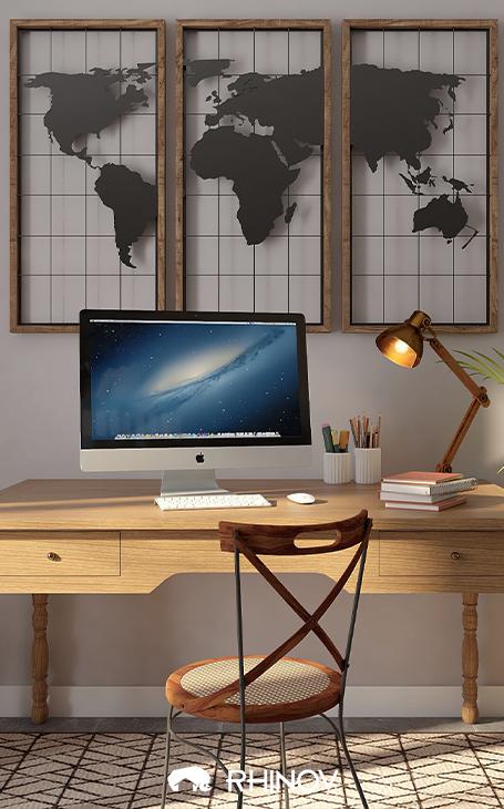 un bureau industriel avec une lampe couleur cuivre